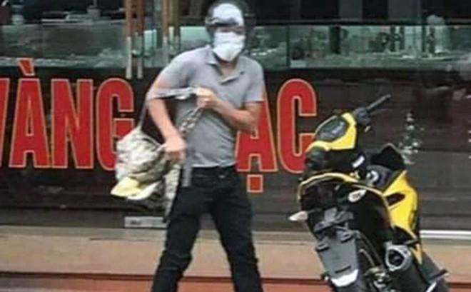 Nghi can cướp tiệm vàng ở Quảng Ninh để rơi điện thoại, dao ở hiện trường