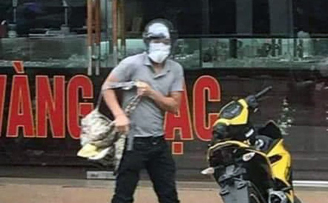 [NÓNG] Bắt nghi phạm nổ súng cướp tiệm vàng, làm rơi túi tiền ở Quảng Ninh