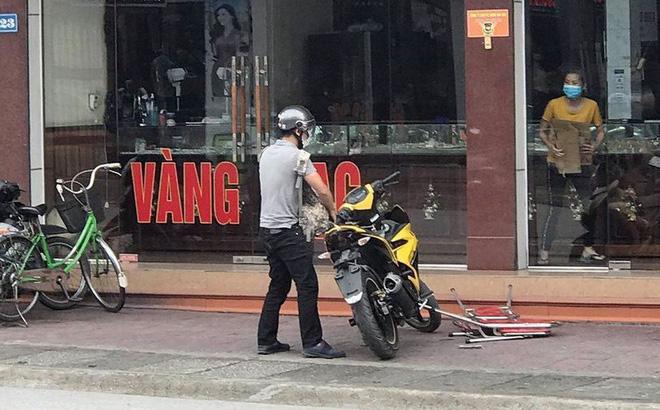 Nóng: Xác định danh tính nghi phạm mang theo súng K54 cướp tiệm vàng ở Quảng Ninh