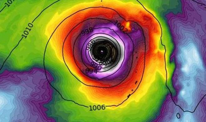 Mắt bão khổng lồ của siêu bão hoành hành Tây Bắc Thái Bình Dương: Có vào biển Đông không? - ảnh 1