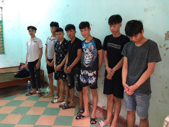 Bắt nhóm thanh thiếu niên chém nhau giữa trung tâm Đà Nẵng - Ảnh 1.