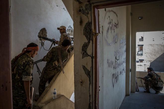 Tấn công người Kurd ở Syria, Thổ Nhĩ Kỳ gây hậu quả khó lường - Ảnh 1.