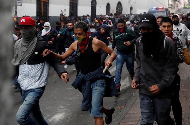 Ecuador: Biểu tình bạo lực đến mức tổng thống phải rời thủ đô - Ảnh 2.