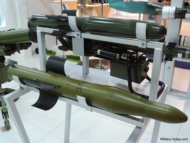 Tên lửa đa năng mới của Ukraine khiến xe tăng và trực thăng Nga không còn đất diễn? - Ảnh 12.
