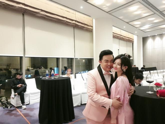 Chân dung người đẹp vừa để lộ loạt ảnh ôm ấp, tình tứ với ca sĩ Quang Lê - Ảnh 5.
