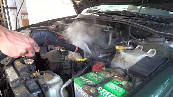 Những lưu ý khi vệ sinh khoang động cơ ô tô - Ảnh 1.