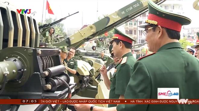 Xứng tầm nắm đấm thép hiện đại nhất VN: Chiếc xe lạ và rất đặc biệt đi kèm xe tăng T-90 - ảnh 2