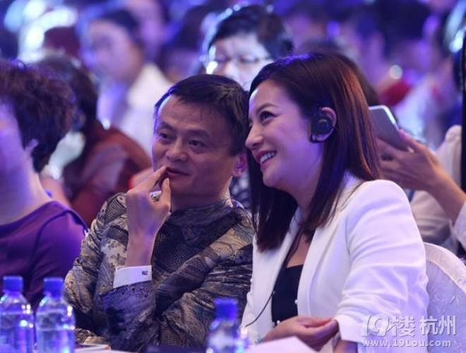 """""""Tỷ phú giàu nhất Trung Quốc"""" được Lý Liên Kiệt ra sức bảo vệ, nửa làng giải trí Hoa ngữ muốn kết thân - Ảnh 11."""