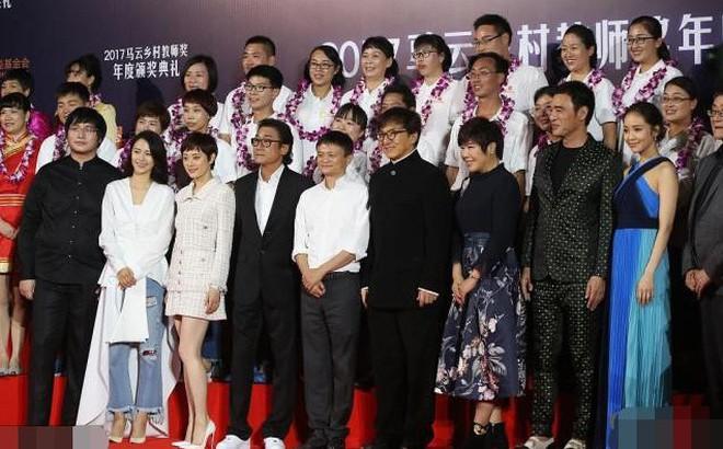 """""""Tỷ phú giàu nhất Trung Quốc"""" được Lý Liên Kiệt ra sức bảo vệ, nửa làng giải trí Hoa ngữ muốn kết thân"""