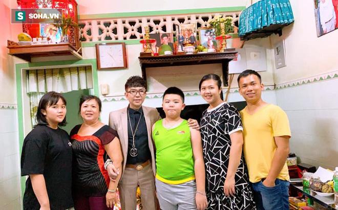 Long Nhật khóc nghẹn khi nhận quà đặc biệt của Vương Bảo Tuấn gửi lại trước khi qua đời