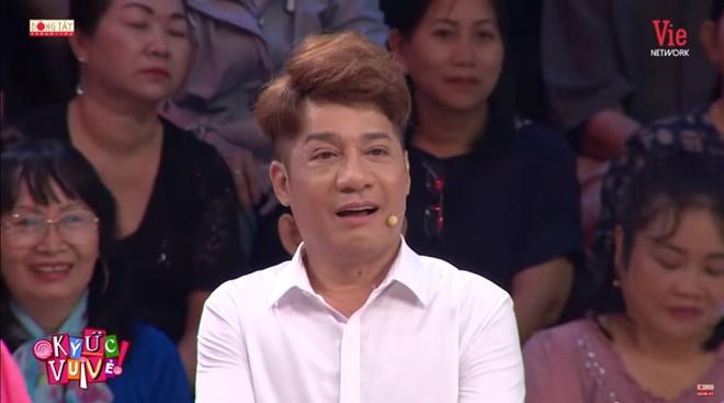 MC Quyền Linh: Anh Phú Quang chỉ vào nơi ghi tên những người bạn đã mất và hỏi tôi: Em có muốn anh ghi tên em lên đó không? - Ảnh 1.