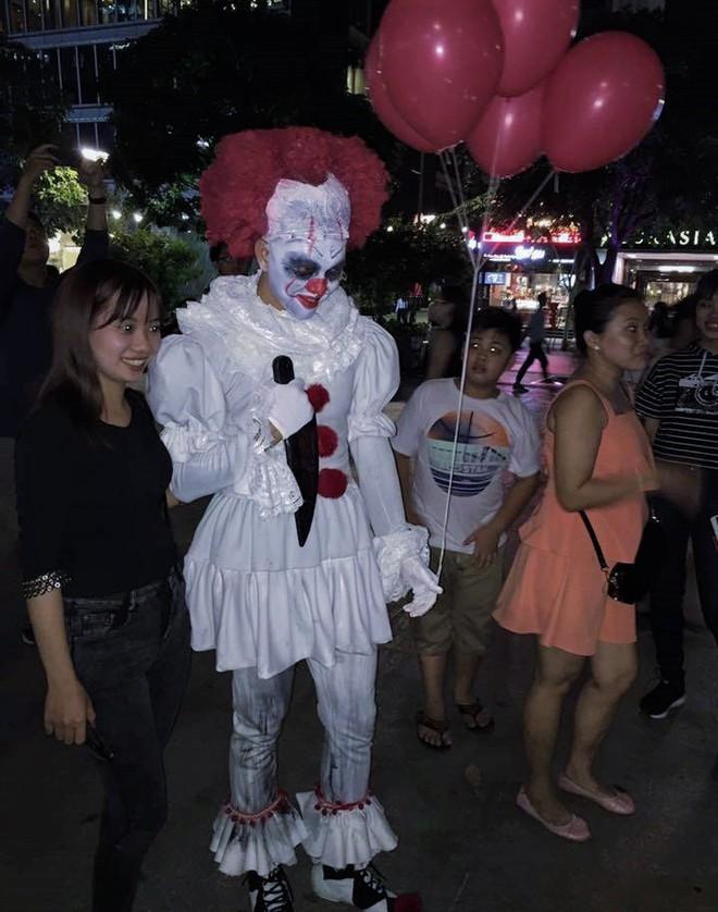 Giới trẻ Sài Gòn hóa ma quỷ dạo phố dịp lễ hội Halloween - Ảnh 11.