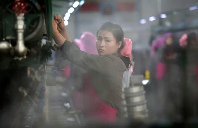 Hé mở cuộc sống bí ẩn của người lao động Triều Tiên - Ảnh 11.
