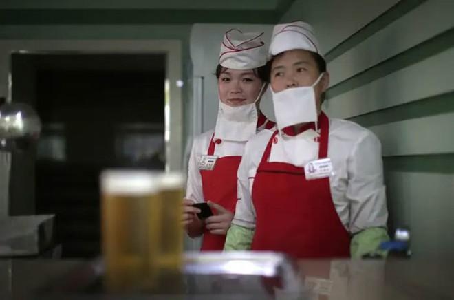 Hé mở cuộc sống bí ẩn của người lao động Triều Tiên - Ảnh 13.