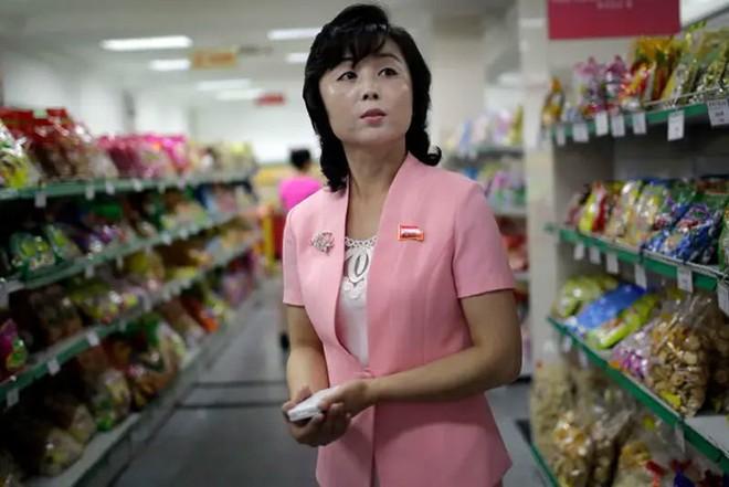 Hé mở cuộc sống bí ẩn của người lao động Triều Tiên - Ảnh 5.
