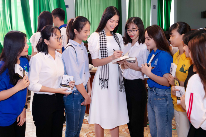 Hoa hậu Phương Khánh: Tri thức là vương miện quý giá nhất - Ảnh 4.