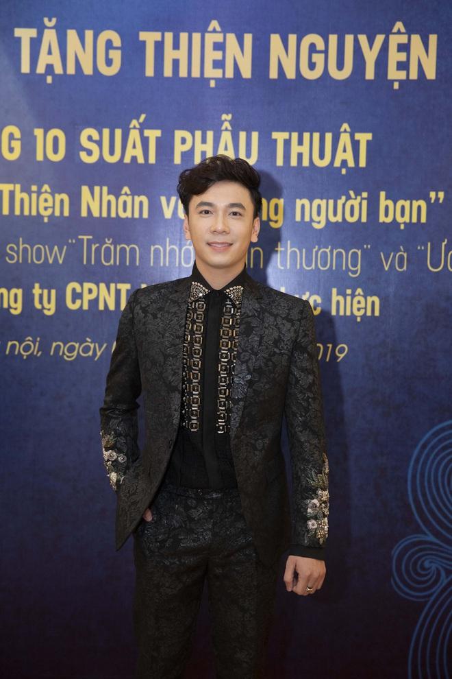 Lê Việt Anh và danh ca Giao Linh tặng 10 suất phẫu thuật cho quỹ Thiện Nhân - Ảnh 2.