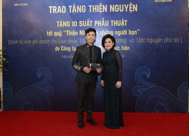 Lê Việt Anh và danh ca Giao Linh tặng 10 suất phẫu thuật cho quỹ Thiện Nhân - Ảnh 1.