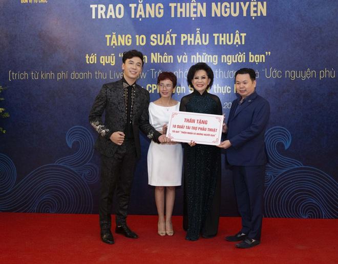 Lê Việt Anh và danh ca Giao Linh tặng 10 suất phẫu thuật cho quỹ Thiện Nhân - Ảnh 3.