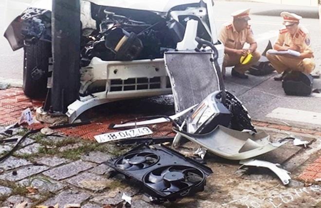 Ô tô chở khách Hàn Quốc gặp nạn ở Huế, 5 người nhập viện - Ảnh 1.
