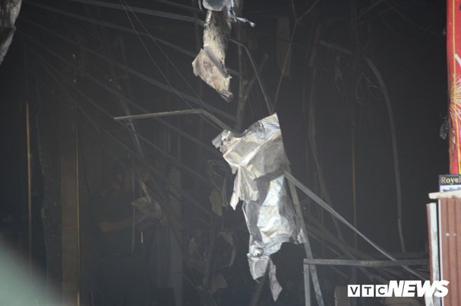 Ảnh: Cháy lớn cửa hàng phân phối gạch, thiết bị vệ sinh tại phố An Trạch - Ảnh 5.