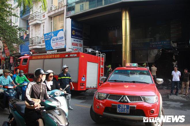 Ảnh: Cháy lớn cửa hàng phân phối gạch, thiết bị vệ sinh tại phố An Trạch - Ảnh 7.