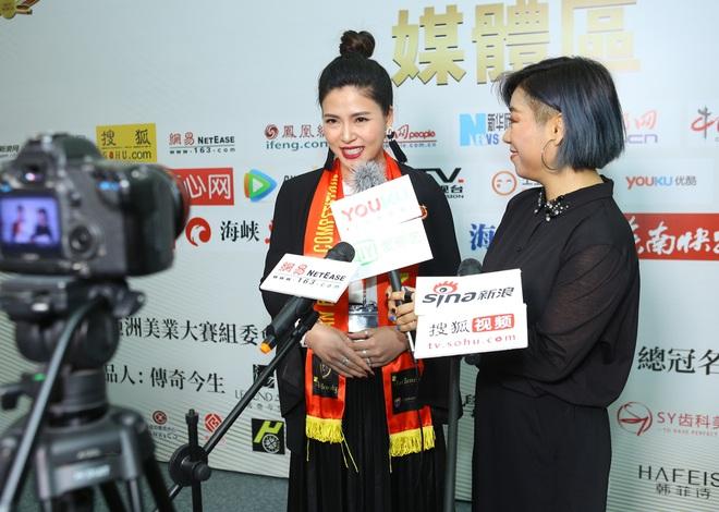 Ngọc Hiền được đưa đón bằng siêu xe khi dự sự kiện ở Trung Quốc - Ảnh 3.