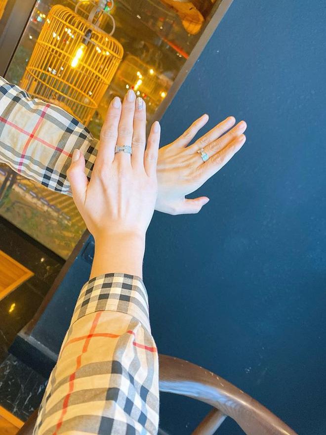 Giữa tin đồn chia tay Chí Nhân, MC Minh Hà hạnh phúc khoe ảnh tình tứ với 'chỗ dựa', đáng chú ý là cặp nhẫn kim cương - ảnh 3