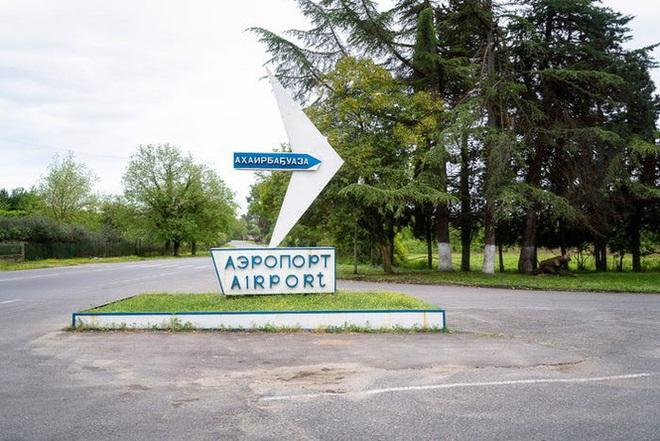 Ám ảnh sân bay ma hoang vắng suốt 25 năm sau cuộc chiến Gruzia - Ảnh 1.