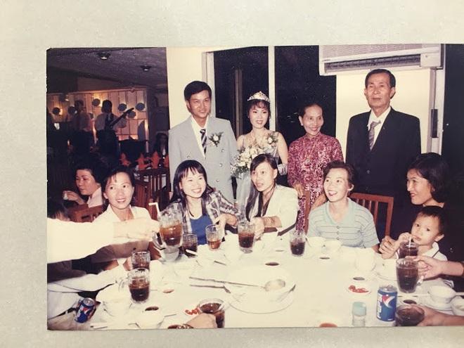 Đại gia thập niên 90 là đây: Chú rể cầu hôn bằng 7 phân vàng, chi 10 cây vàng tổ chức đám cưới, cô dâu thay 6 cái váy nhưng thân thế họ mới bất ngờ - ảnh 16