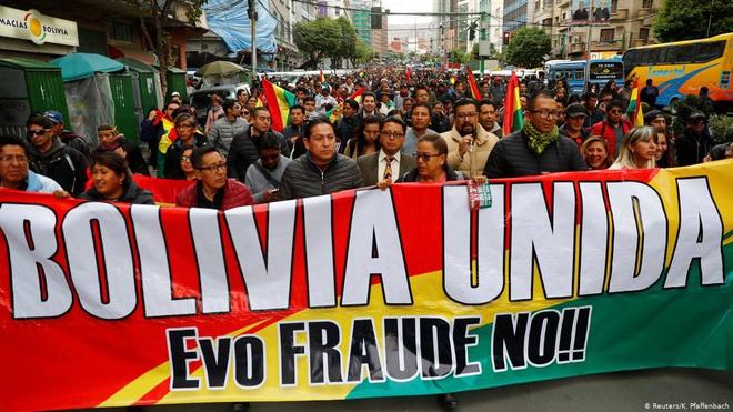 Cảnh sát và quân đội Bolivia phát lệnh bắt Tổng thống Evo Morales - Ảnh 3.