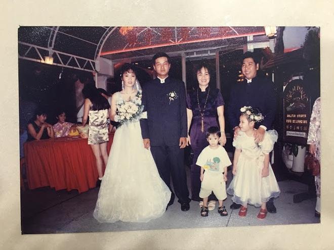 Đại gia thập niên 90 là đây: Chú rể cầu hôn bằng 7 phân vàng, chi 10 cây vàng tổ chức đám cưới, cô dâu thay 6 cái váy nhưng thân thế họ mới bất ngờ - ảnh 10