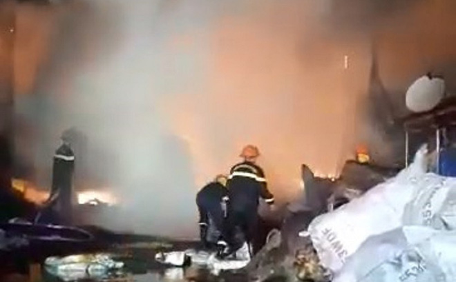 9 lò than bốc cháy ngùn ngụt, hơn 50 chiến sĩ cảnh sát chữa cháy thâu đêm