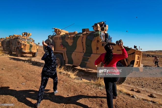 Bị tập kích dữ dội ở Syria: Quân cảnh Nga thất thủ, thiết giáp độ ngay ở chiến trường - Ảnh 4.