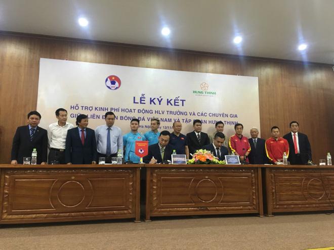 Tập đoàn Hưng Thịnh tài trợ chi trả lương cho HLV Park Hang Seo và các chuyên gia - Ảnh 1.