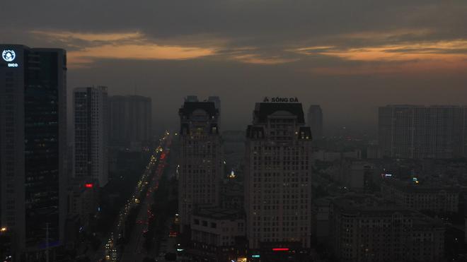 Hà Nội mịt mù trong ô nhiễm nhìn từ flycam - Ảnh 2.