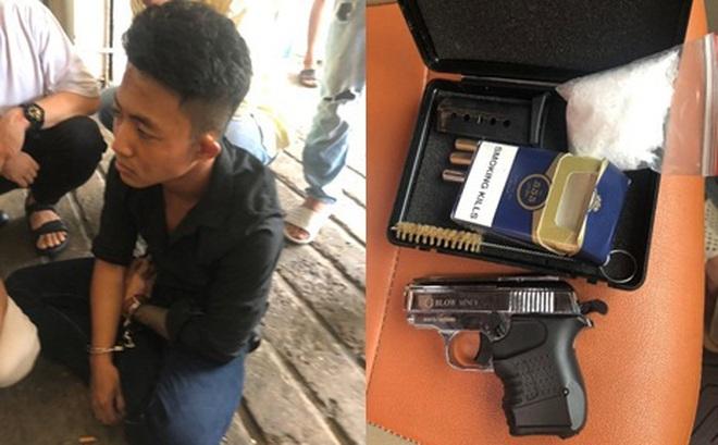 """Kiểm tra khách sạn, công an phát hiện 2 thanh niên 9X """"thủ"""" súng đạn, tàng trữ ma tuý ở Sài Gòn"""
