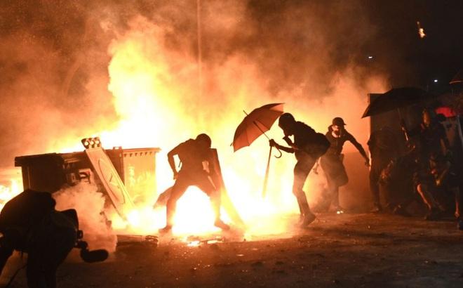 """Cảnh sát Hong Kong: Những người biểu tình đang đẩy thành phố đến """"bờ vực sụp đổ hoàn toàn"""""""