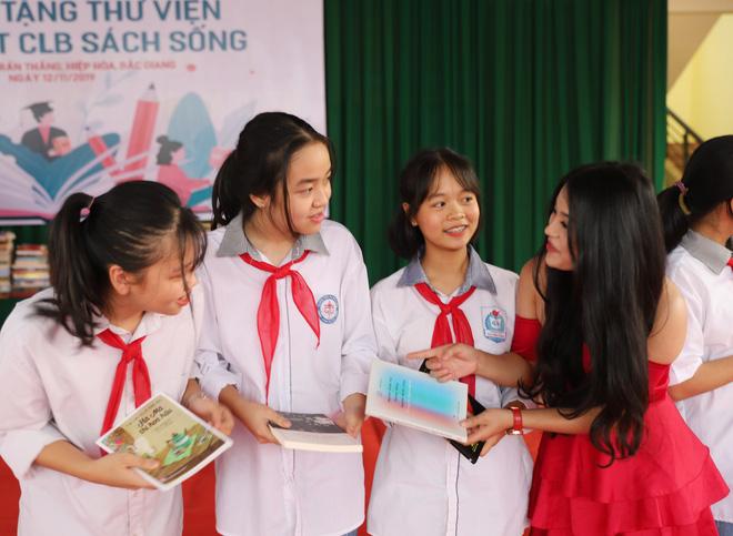 Quán quân Tuyệt đỉnh song ca Thanh Thanh chia sẻ về 3 cuốn sách tâm đắc và bí kíp vượt qua thử thách - Ảnh 2.