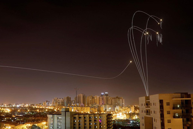 CẬP NHẬT: Hàng trăm rocket vun vút lao vào Israel, còi báo động vang khắp Gaza - Căng thẳng tột độ - Ảnh 13.