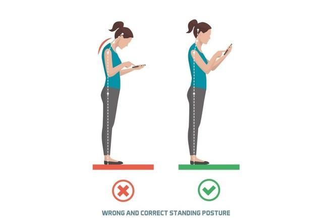 Tự nhiên đau cổ, vai: Bạn có đang dùng điện thoại thông minh không? - Ảnh 2.