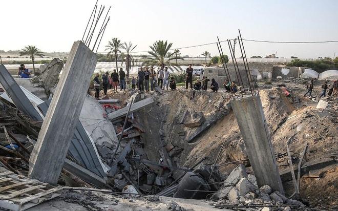 CẬP NHẬT: Hàng trăm rocket vun vút lao vào Israel, còi báo động vang khắp Gaza - Căng thẳng tột độ - Ảnh 1.