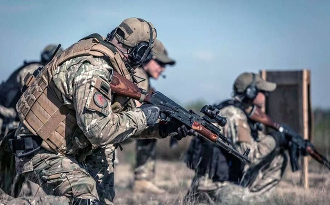 """""""Dùng đạn địch, đánh địch"""": Súng AK mới sẽ khiến lính Mỹ và đồng minh NATO """"ngã ngửa""""?"""