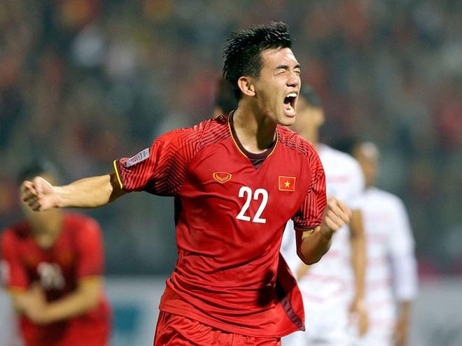 Fan châu Á ngả mũ thán phục siêu phẩm của Tiến Linh giúp Việt Nam dẫn trước UAE: Cú đá không thể cản phá - ảnh 2
