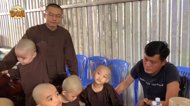 Phó GĐ Điền Quân Khương Dừa về tận chùa mời 5 chú tiểu quay lại thi Thách thức danh hài - Ảnh 5.