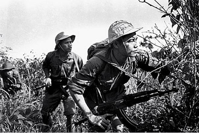 Dùng đạn địch, đánh địch: Súng AK mới sẽ khiến lính Mỹ và đồng minh NATO ngã ngửa? - Ảnh 1.