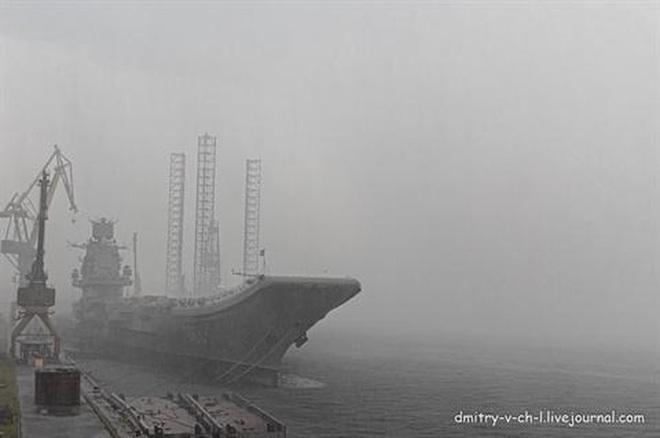 Phi công hải quân Nga buộc phải luyện tập trên... tàu sân bay hỏng? - ảnh 1