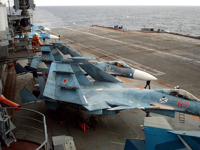 Phi công hải quân Nga buộc phải luyện tập trên... tàu sân bay hỏng? - ảnh 13