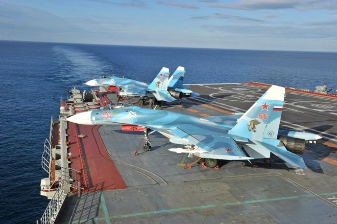 Phi công hải quân Nga buộc phải luyện tập trên... tàu sân bay hỏng? - ảnh 15
