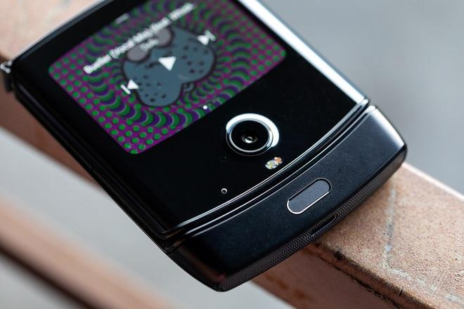 Huyền thoại Motorola Razr hồi sinh dưới dạng smartphone màn hình gập cực ấn tượng - Ảnh 3.